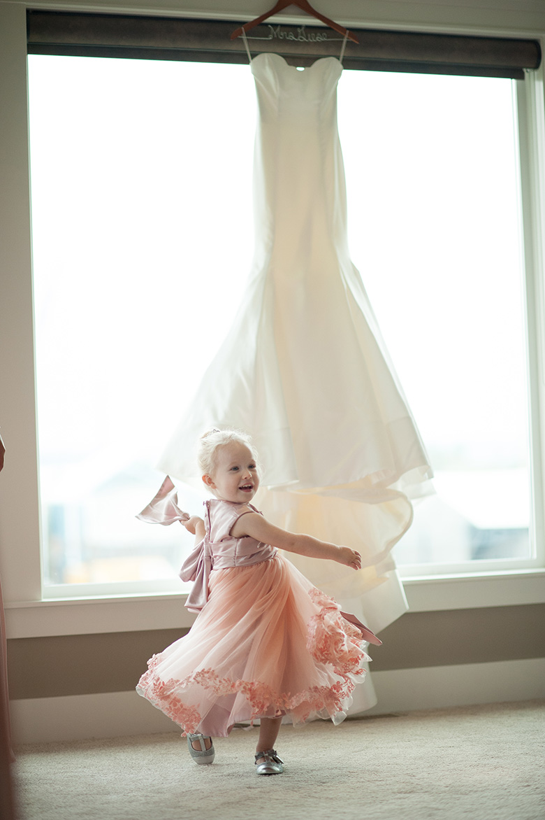 The Wedding Dress: 2-nd Place by Erin Wallis (ERIN WALLIS PHOTOGRAPHY)