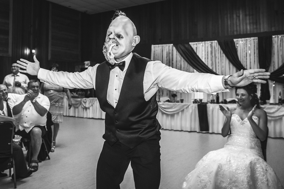 Bouquet / Garter Toss: 5-th Place by Elfreda Dalby (Elfreda Dalby Photography)