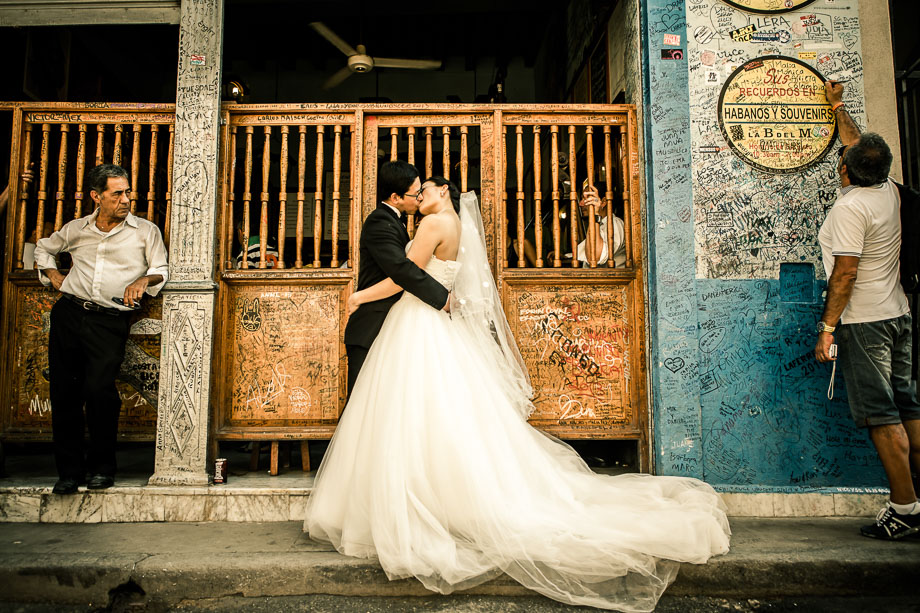 Bride and Groom Portrait: 15-th Place by Robin Zhang (F29 Studio)