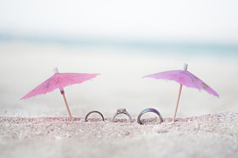 Wedding Details: 4-th Place by Leslie Biggar (Sakura Photography)