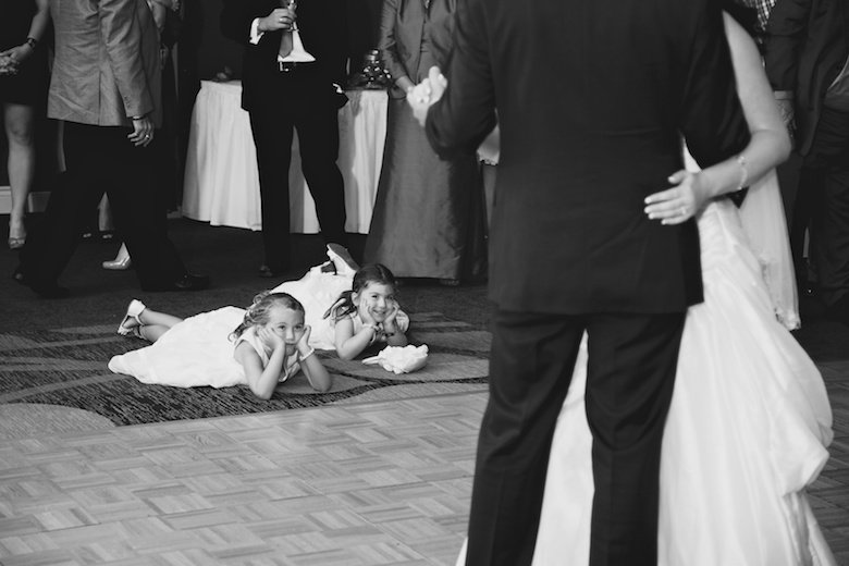 Kids Being Kids: 10-th Place by Scott Adamson (Photografia Classic Weddings)